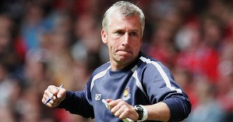 Finalist | Alan Pardew led West Ham United to the FA Cup Final in 2006. (Image | Team Talk)