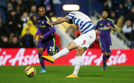 Man of the moment | Charlie Austin slots home the opening goal against Manchester City. (Image | La Footyettes)